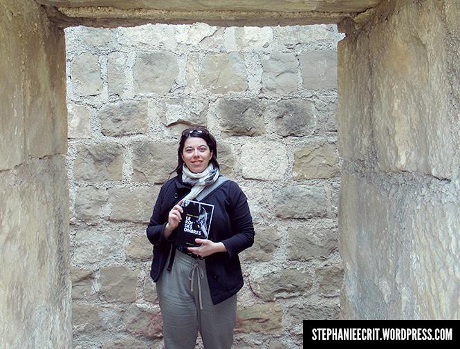 11 - Sur les traces du roi des ombres - Auteure Stéphanie Sylvain avec son livre Le Roi des ombres