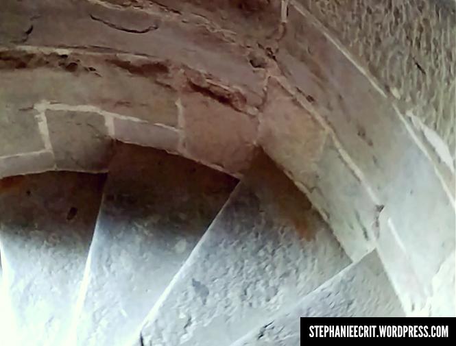 12 - Sur les traces du roi des ombres - escalier en colimacon