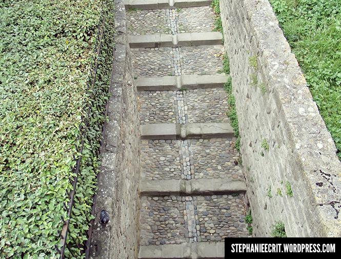 08 - Sur les traces du roi des ombres - Escalier infranchissable