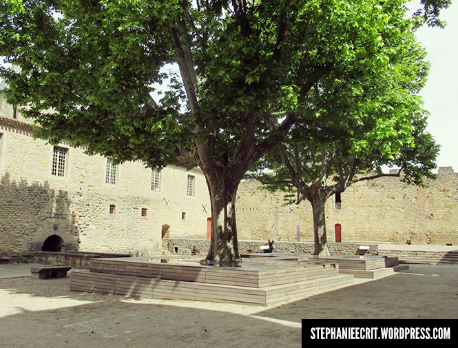 08 - Sur les traces du roi des ombres - Place du château